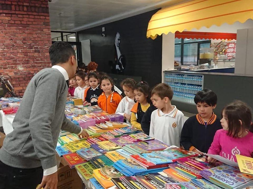 Geleneksel TUBİTAK Kitap standı okulumuzda öğrencilerimizle buluştu.