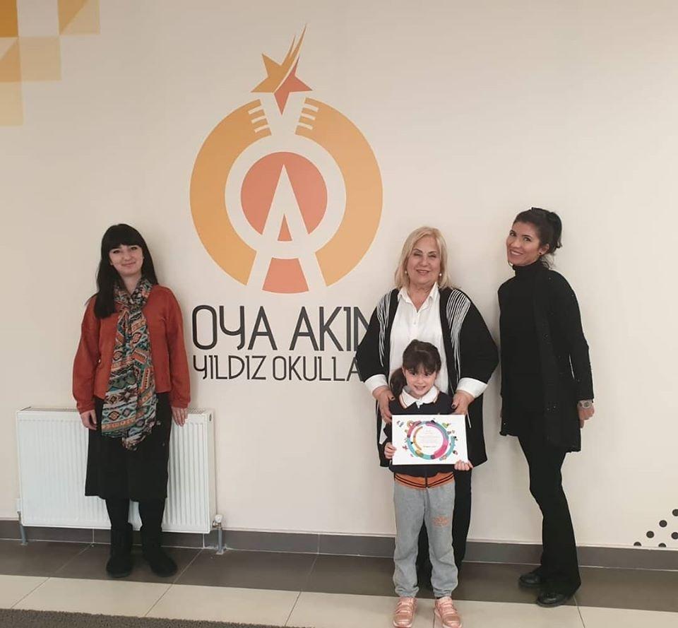 """Vakıf Emeklilik """"Hayalimdeki Kumbara"""" yarışmasında Hazırlık Sınıfı öğrencimiz Asya Atilla'nın yaptığı resim sergilenmeye hak kazanmıştır.Öğrencimizi tebrik ediyoruz.."""