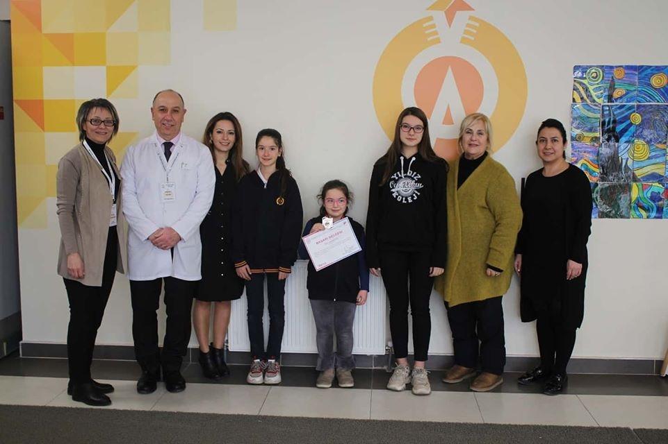 Senkronize Buz Pateni Türkiye Şampiyonasında Lise öğrencimiz Dora Tarman ve ortaokul öğrencimiz Sima Tarman Türkiye 1.si, ilkokul öğrencimiz Arya Altan Türkiye 2. olarak bizlere büyük bir gurur yaşattılar. Öğrencilerimizi tebrik ediyor, b