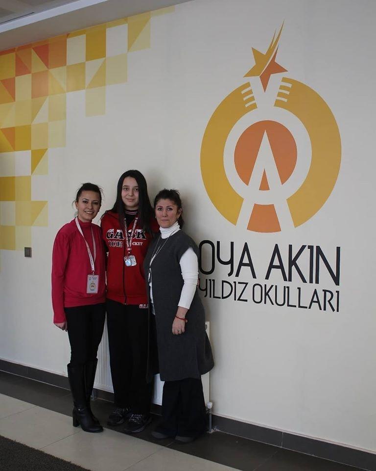 8.sınıf öğrencimiz Zeynep Yıldız Buz Hokeyi Kadınlar Ligi 2.si olarak bizleri gururlandırdı.